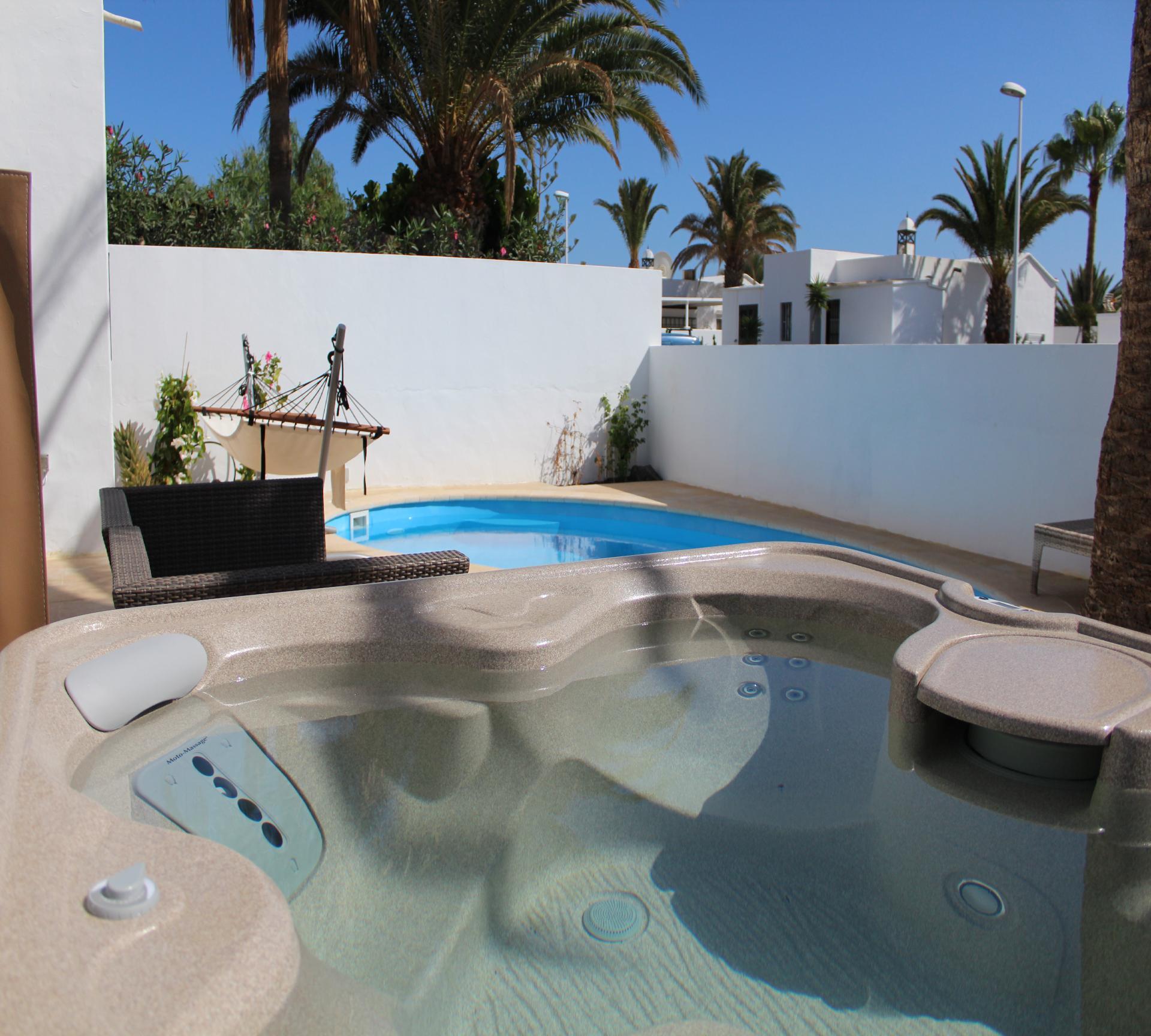 Hochwertige Villa mit Pool, Sauna und Whirlpool, M   Lanzarote