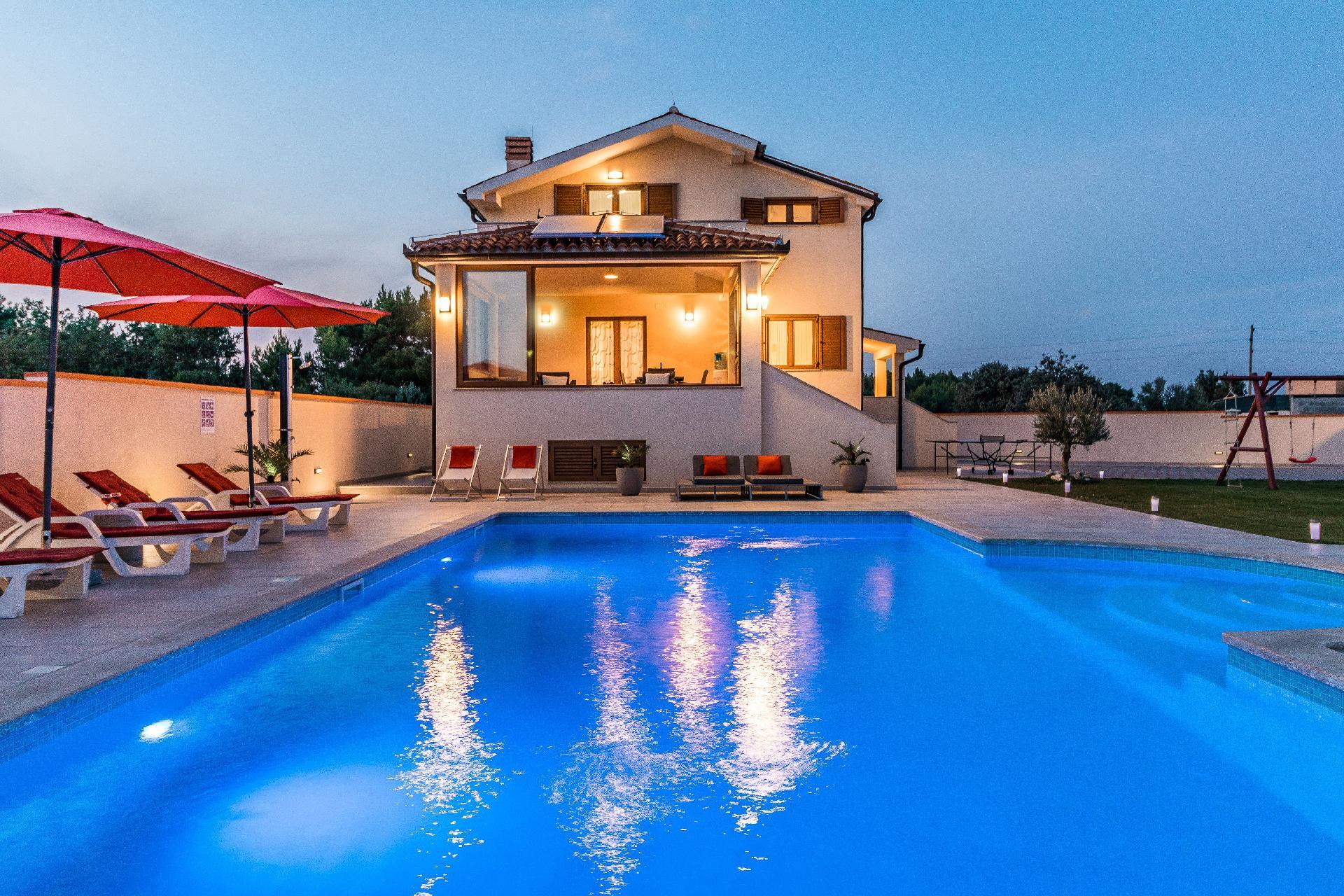 Umfriedete, neu erbaute (2016) Ferienvilla mit ein  in Kroatien