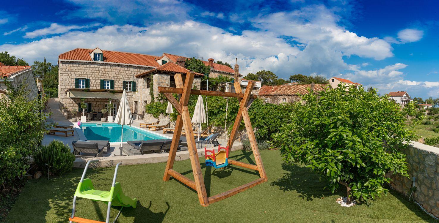 Ferienhaus für 12 Personen ca. 300 m² in