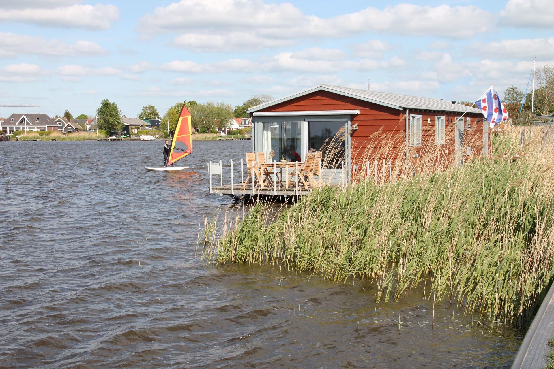 Hausboot/ Schiff für 4 Personen ca. 85 m² Boot