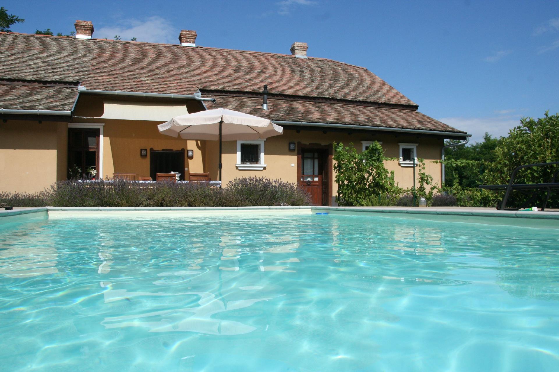 Ferienhaus mit Privatpool für 4 Personen  + 4  in Ungarn