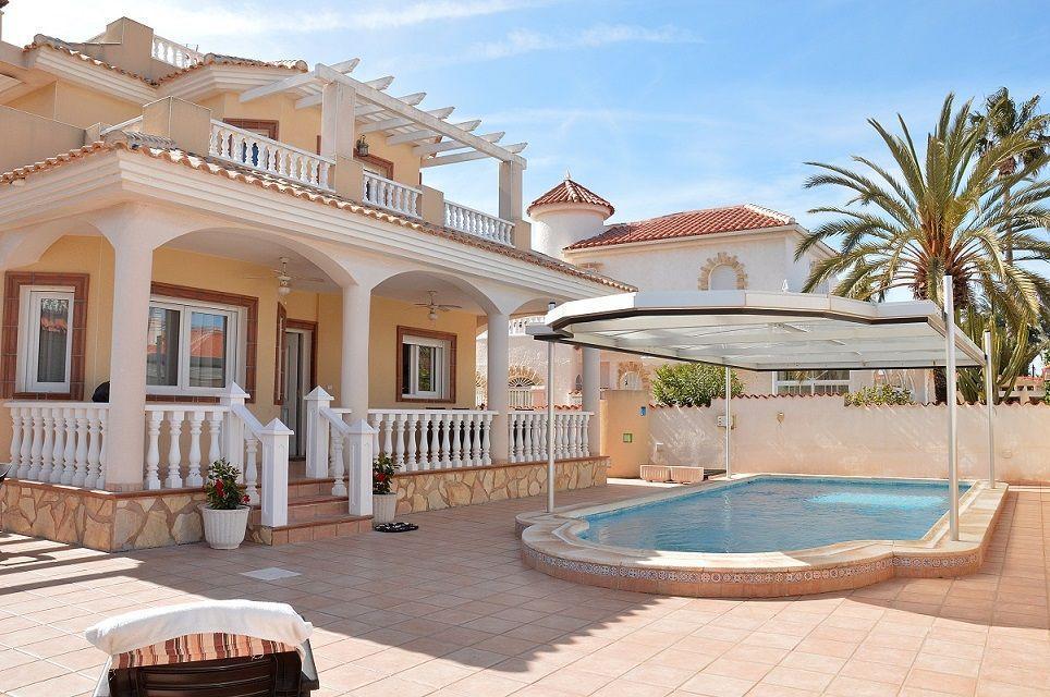 Ferienhaus mit Privatpool für 6 Personen ca.