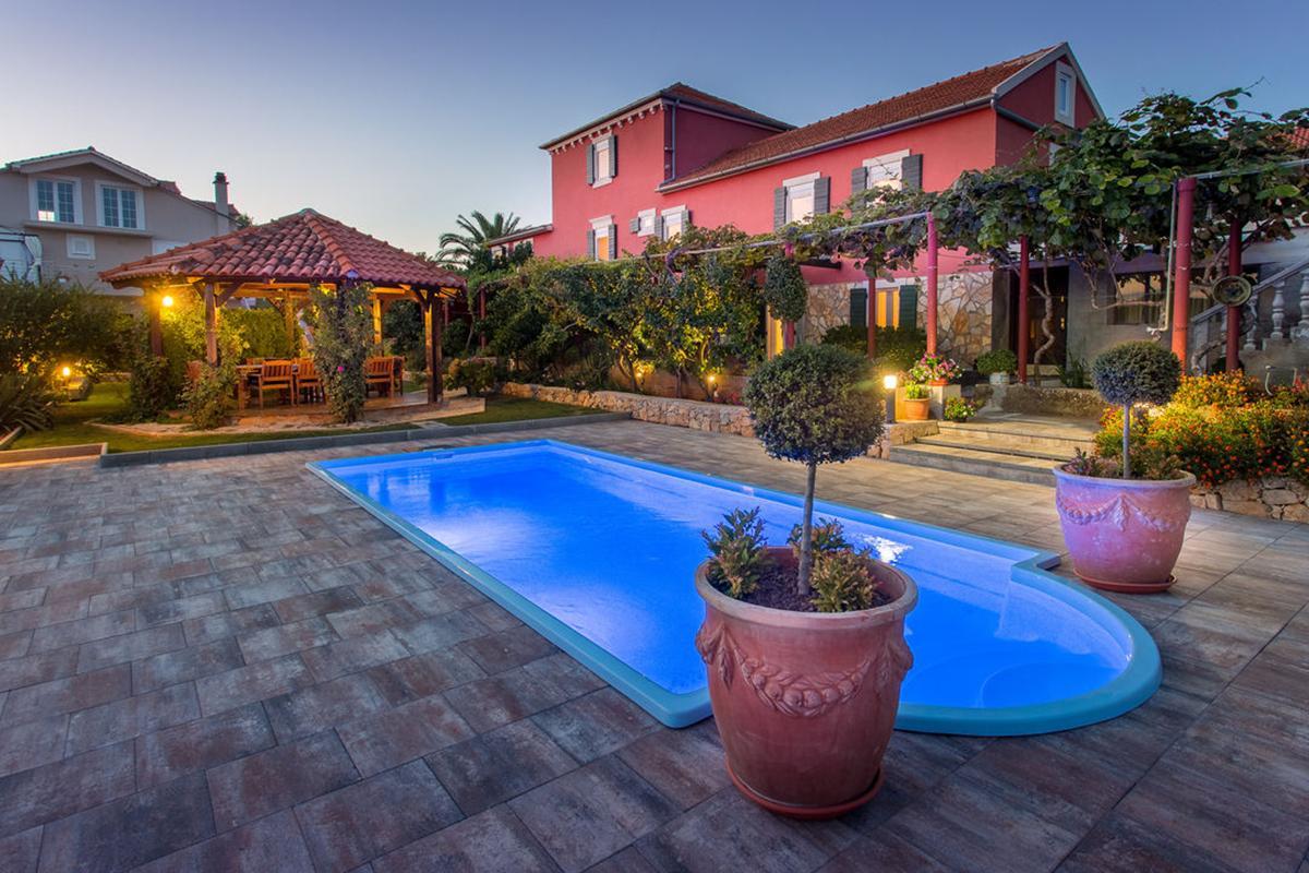 Ferienhaus für 14 Personen ca. 300 m² in Besondere Immobilie in Kroatien