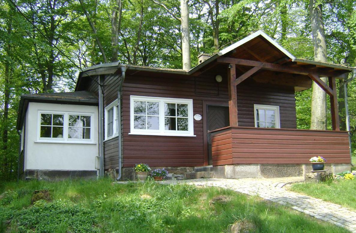 Einzelstehendes Ferienhaus im umzäunten Waldg  in Sachsen