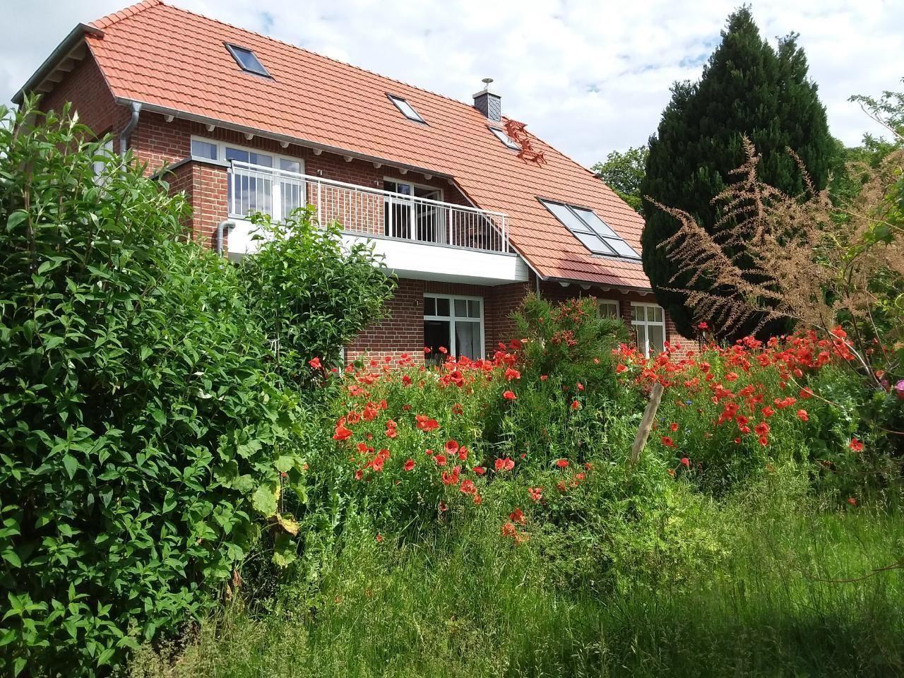 Ruhige Ferienwohnung im Grünen mit Balkon und