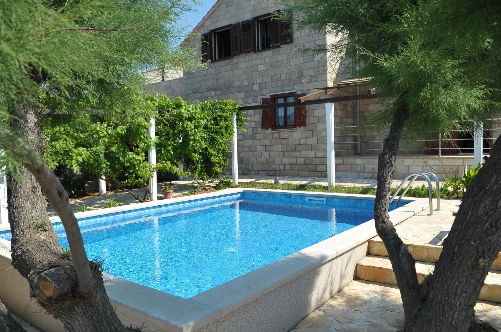 Großes Ferienhaus mit Garten, eigenem Pool,  Bauernhof in Kroatien
