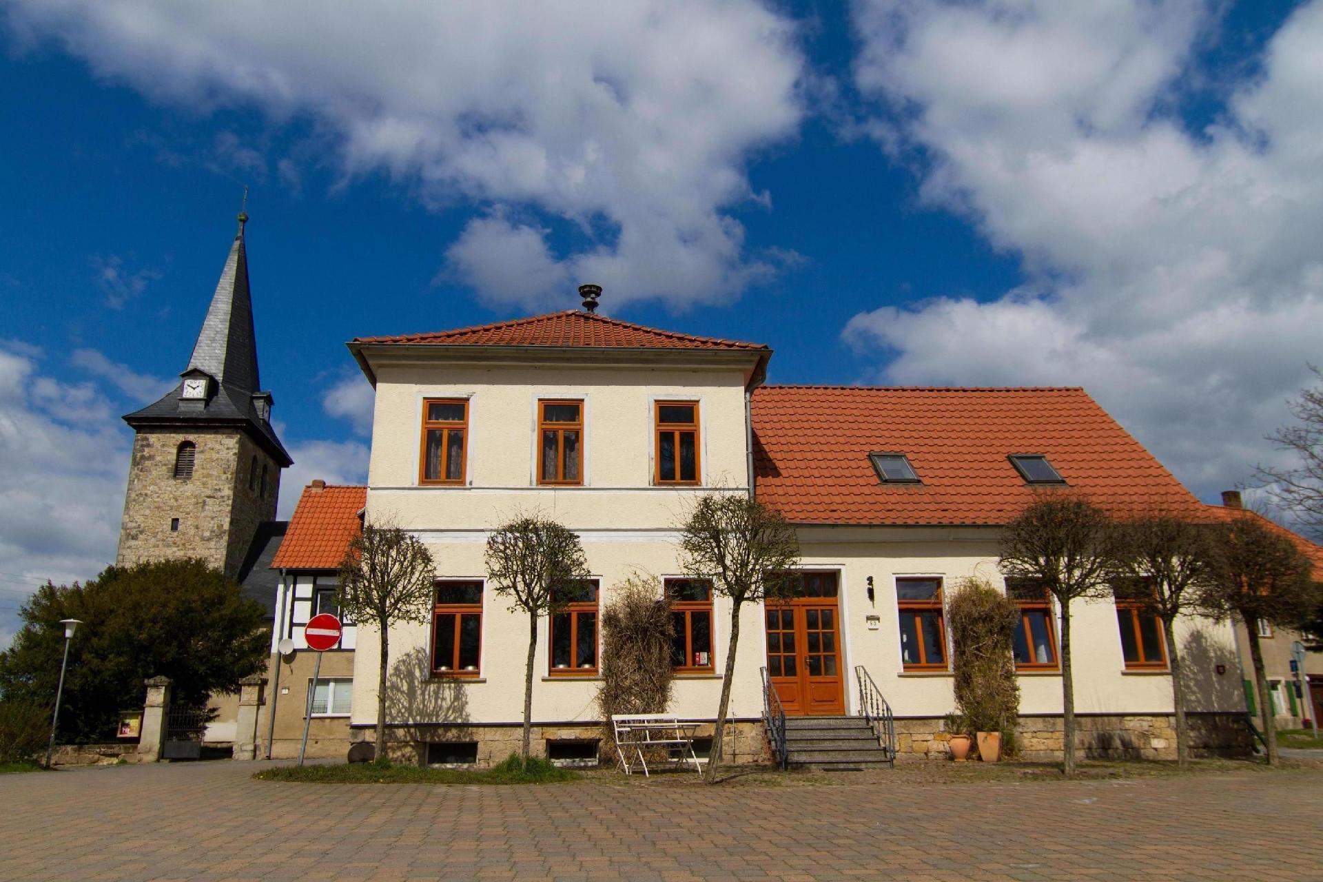 Zwei nebeneinander stehende Häuser im Zentrum